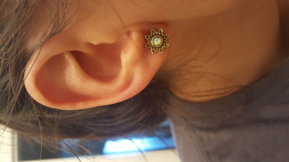 6g   Lotus Flower Eyelet with Synthetic Opal -- Photo # 84542