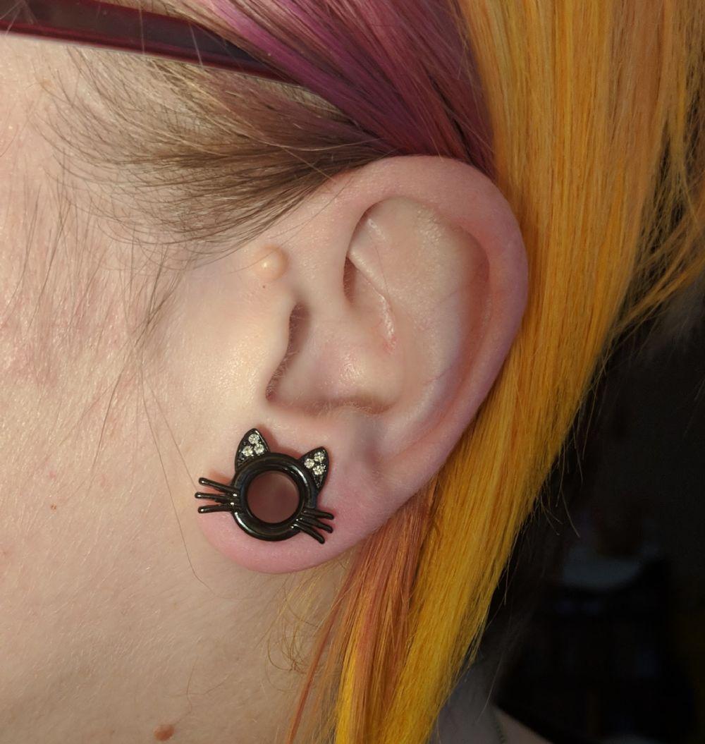 0g  Black Coat (pair) Kitty Eyelets -- Photo # 85357