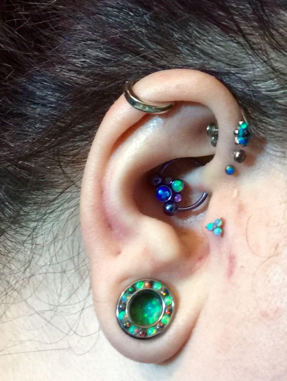 18g  Rose gold- #6 light blue opal- 2mm Threadless 18k Gold Trio End -- Photo # 79516