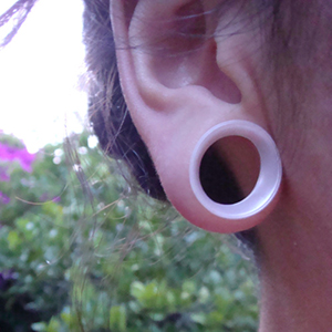 "Silicone earskin (White pearl)  5/8""  (3/8"" wearable)"