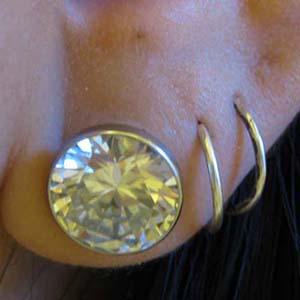 Single flare steel solid gem plug 00g  (Clear CZ gem) -- Photo # 18507