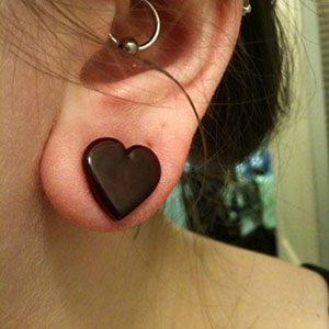 "Heart shaped front glass plugs 7/16""  Red (pair) -- Photo # 28773"