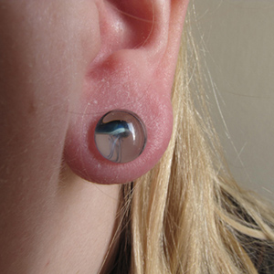 Pyrex glass jellyfish plugs (Blue moon on white) 0g  (pair) -- Photo # 36865