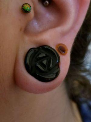"5/8""  Black onyx (pair) -- Photo # 79989"