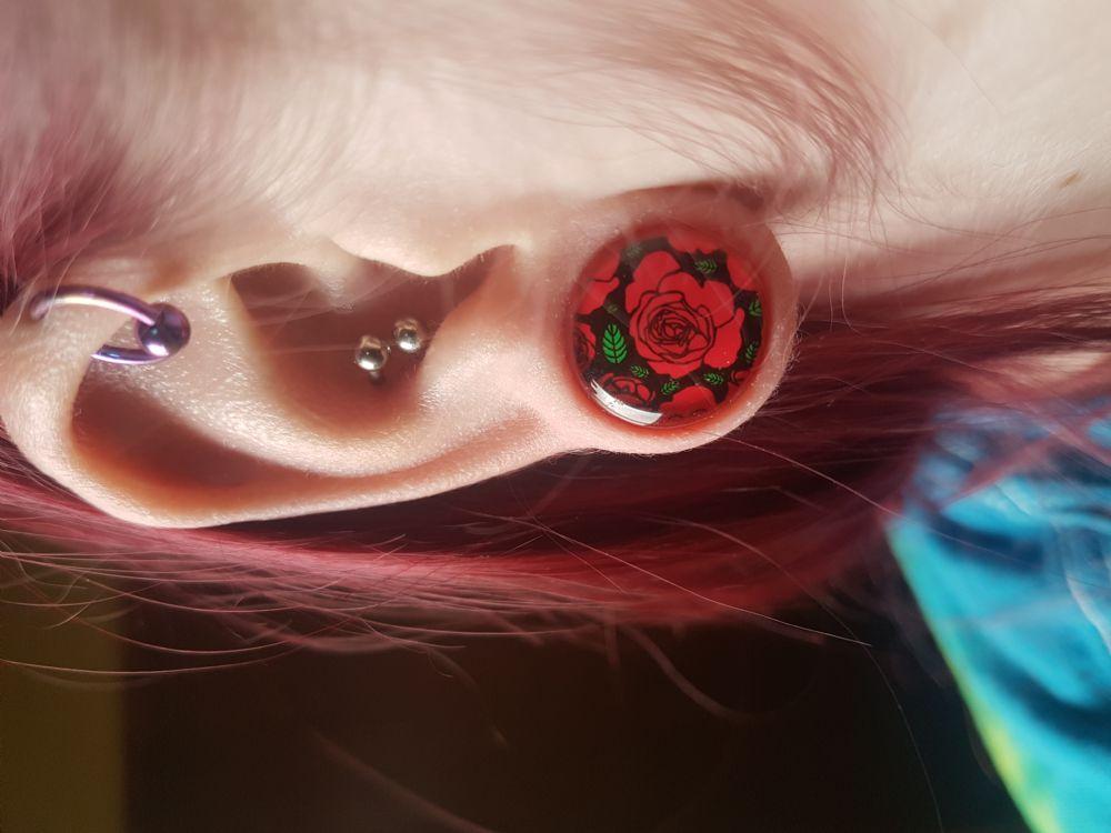 "9/16"" Single Flare Roses Plug"