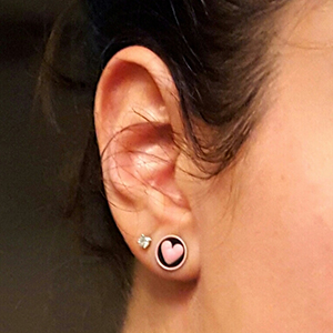 0g  Black with pink heart -- Photo # 72948