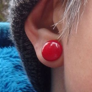 00g/10mm  Opaque Red (pair) -- Photo # 79699