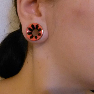 "3/4""  Horn red inlayed eyelets(pair)(bad match) -- Photo # 62955"