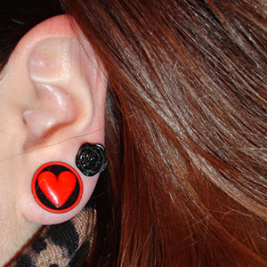 "5/8""  Black with red heart -- Photo # 47681"