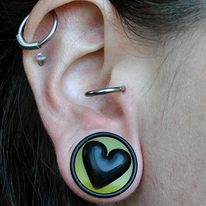 "3/4""  UV yellow with black heart -- Photo # 59479"