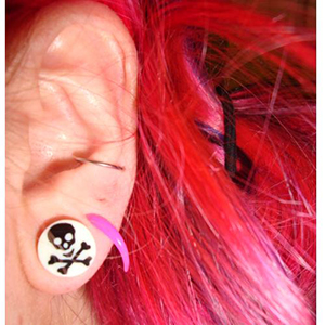 00g  White with black crossbone -- Photo # 20025